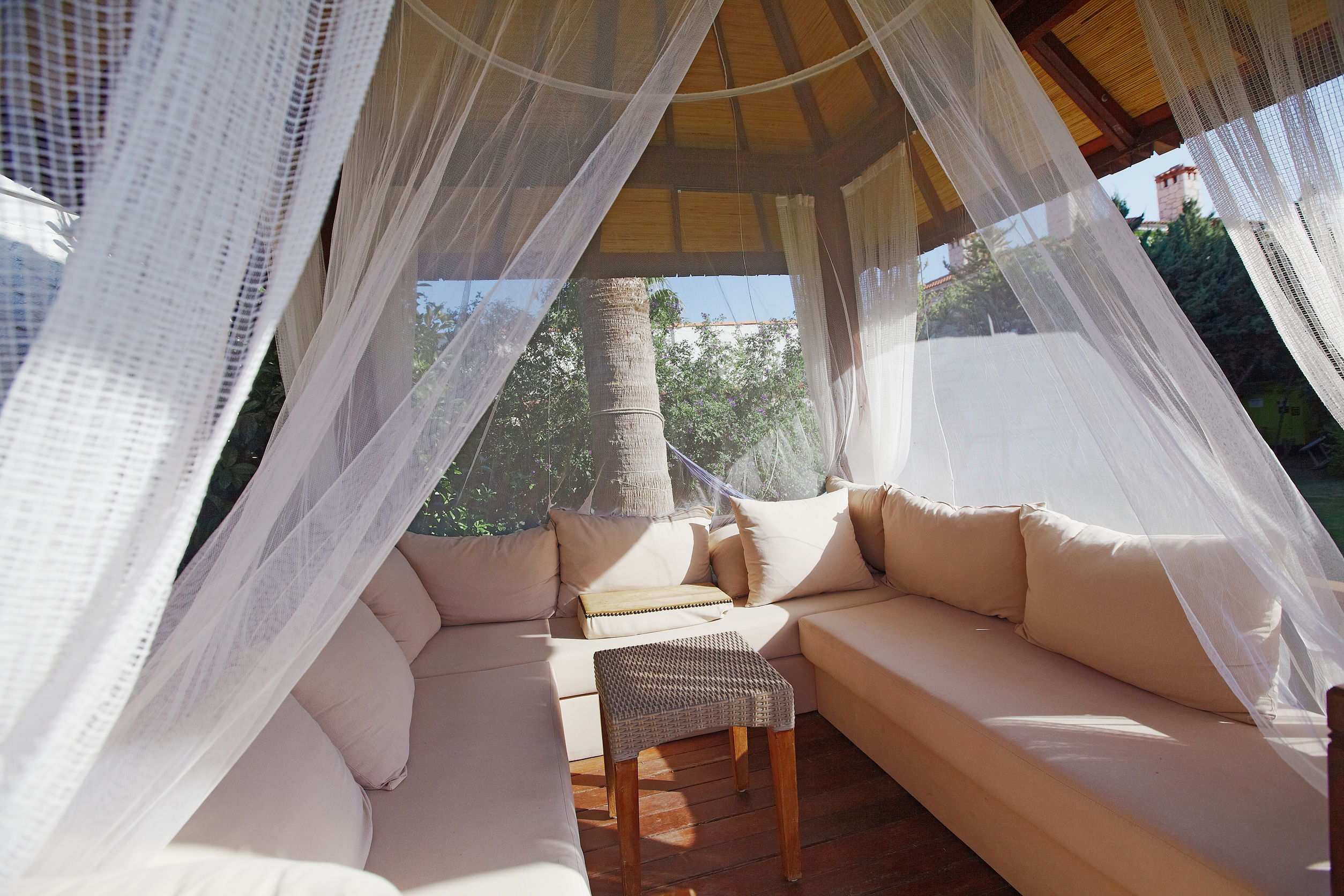 7 Benefits of Outdoor Curtains